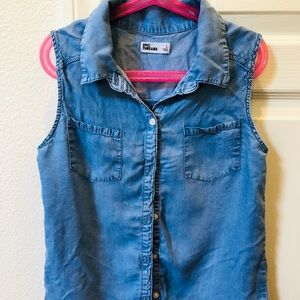 Girls sleeveless denim shirt with embroidery
